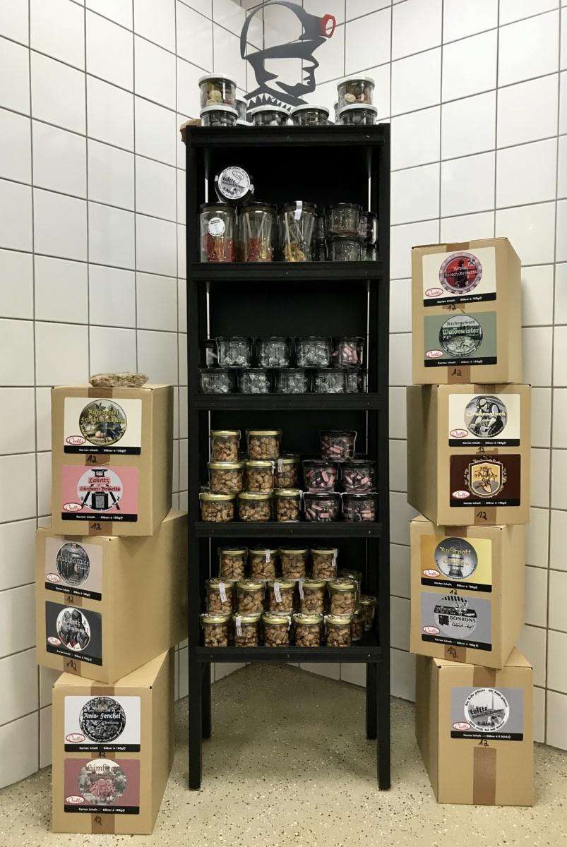 Osella Bonbons in Kunststoff- und Glasdosen, verpackt